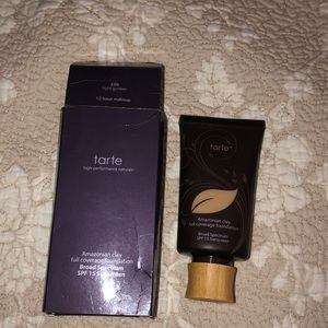 Tarte full coverage foundation in Light Golden 22G